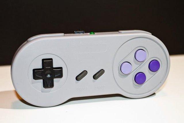 Ingenu Easymote é um controle de vídeogame Bluetooth igual ao do Super Nintendo paraAndroid
