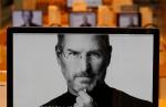 Homenagem na Coréia do Sul aonde todas as telas tem uma foto de Steve Jobs.