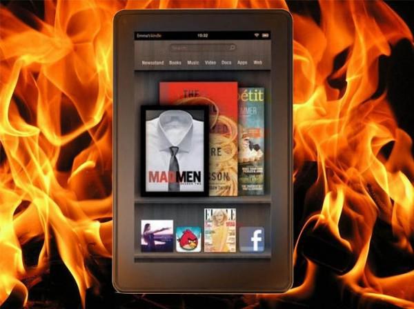 Kindle Fire com fogo atrás